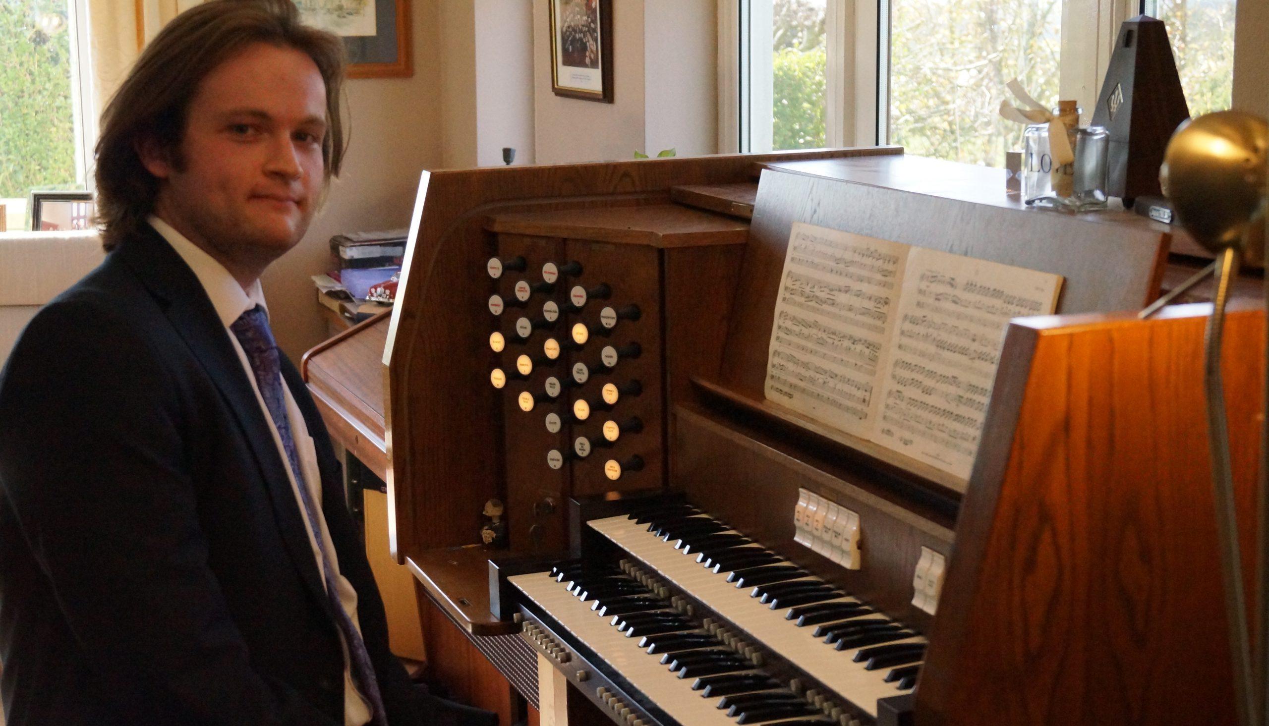 Henry Smith Awarded Organ Scholarship at Royal Holloway University London thumbnail image